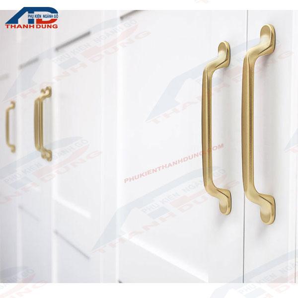 tay nắm cửa tủ bằng nhôm màu vàng