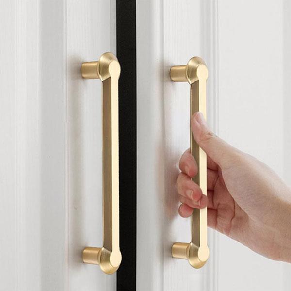 tay nắm cửa phòng